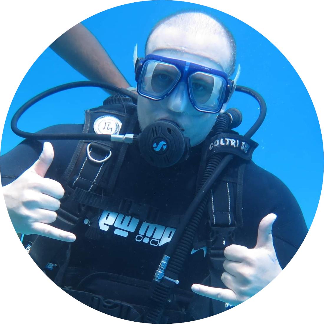Yanko loves diving